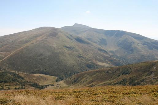 Вид на северо-западные склоны гор Жандарм (1763м) и Близницы (1881м) со стороны горы Котел (1770м)