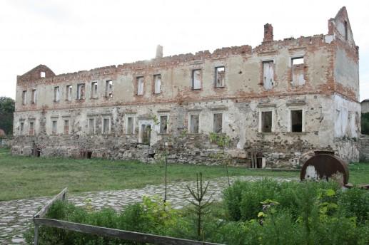 Дворец на территории Золотопотоцкого замка
