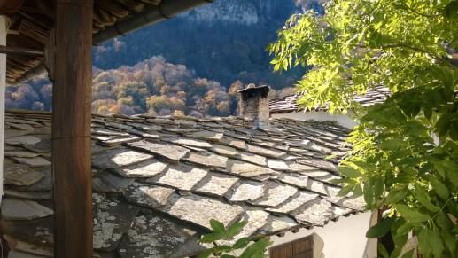 Крыша монастыря покрыта местным сланцем
