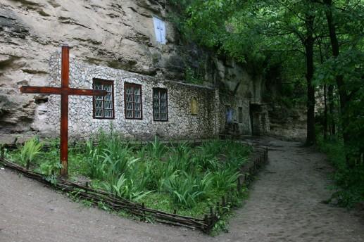 Скальный монастырь XIV-XV веков