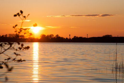 Закат на озере Люцимер с видом на Шацк